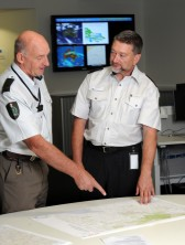 Chief Fire Officer Alan Goodwin discusses planning with senior DELWP staff © DELWP